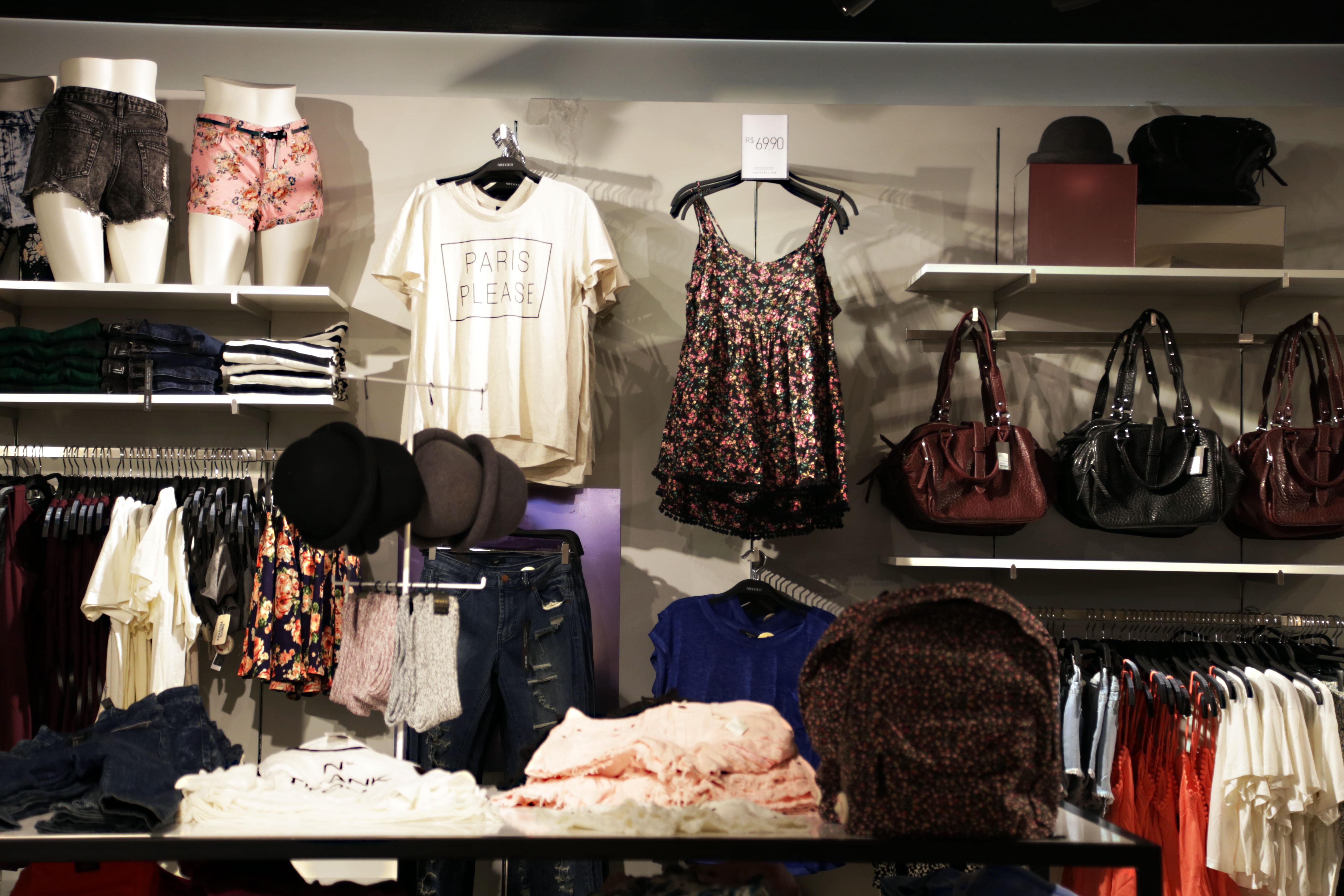 44a7c496b10 Saímos de lá cheio de compras para o nosso verão e como vocês sempre pedem  para incluirmos um pouco de moda no Dele e Dela